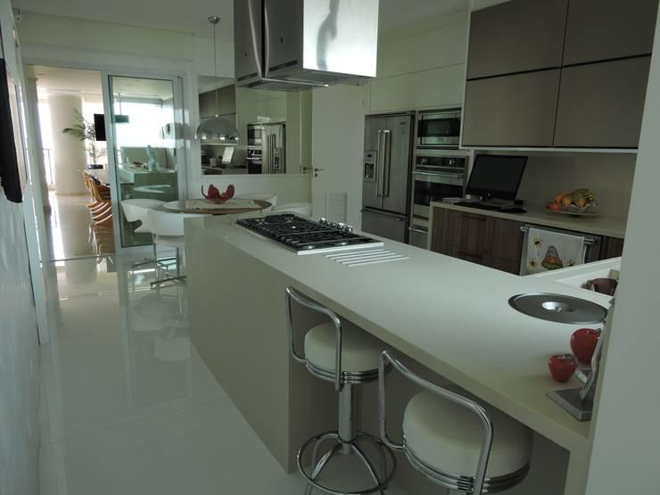 Cozinha: Cozinhas clássicas por PL ARQUITETURA