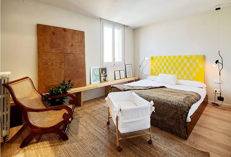 VIVIENDA PARTICULAR, Barcelona.: Dormitorios de estilo clásico de CIRERA ESPINET