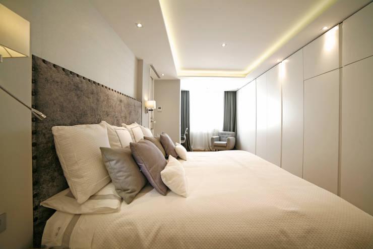 Vivienda Barrio de Salamanca: Dormitorios de estilo  de Interni Esterni 2
