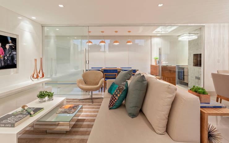 Apartamento Holanda: Salas de estar modernas por Carmen Calixto Arquitetura