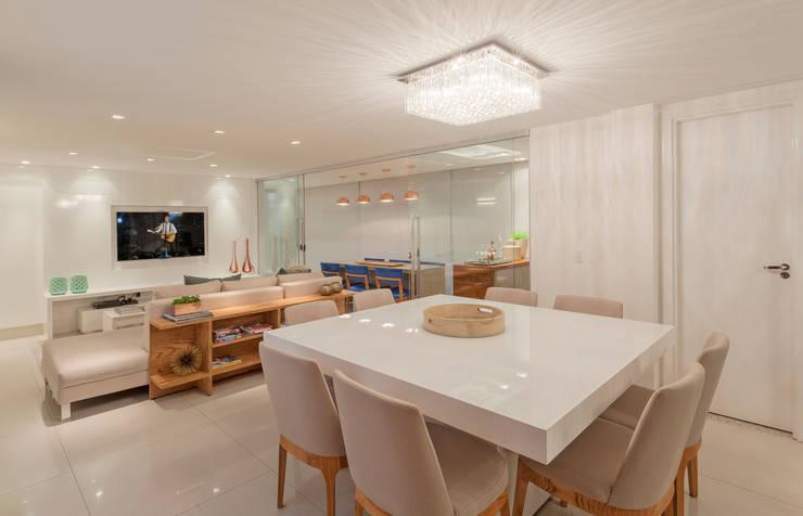 Apartamento Holanda: Salas de jantar modernas por Carmen Calixto Arquitetura