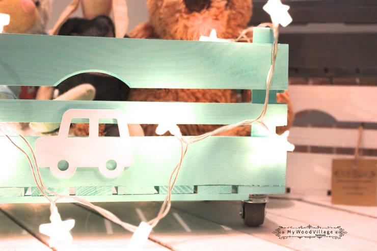 Drewniana skrzynka na zabawki: styl , w kategorii Pokój dziecięcy zaprojektowany przez MyWoodVillage
