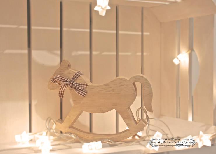 Dębowy Konik: styl , w kategorii Pokój dziecięcy zaprojektowany przez MyWoodVillage