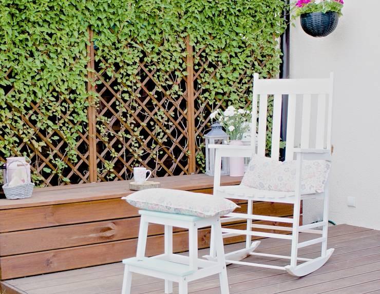 Balcones y terrazas de estilo  por MyWoodVillage