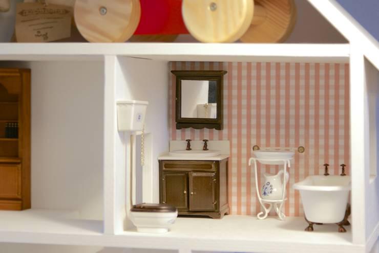 Domek dla lalek - projekt indywidualny_: styl , w kategorii Pokój dziecięcy zaprojektowany przez MyWoodVillage