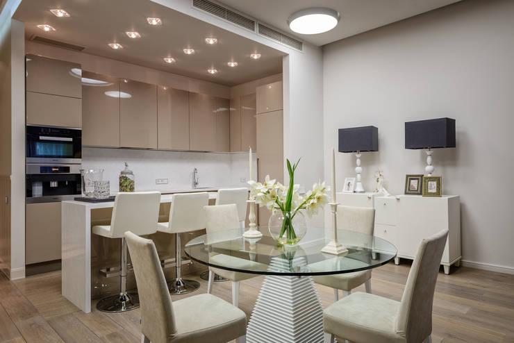Столовая в квартире на Якиманке: Столовые комнаты в . Автор – Дизайн-студия «ARTof3L»