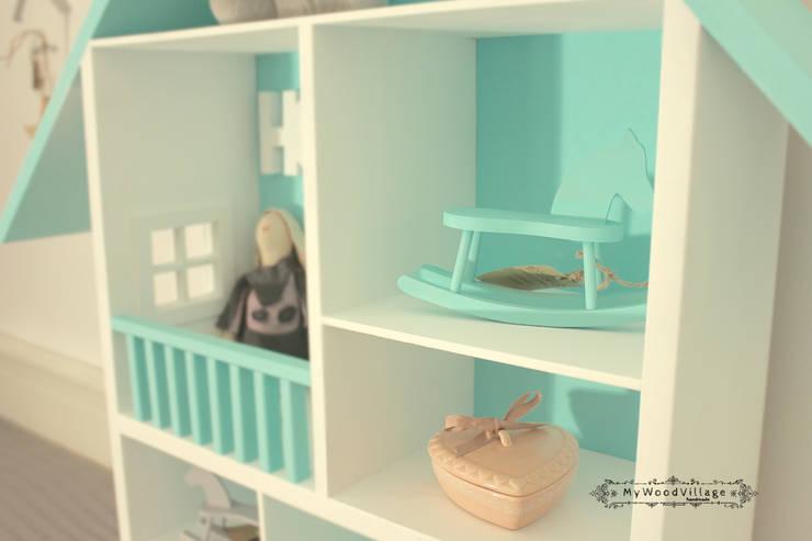 Domek dla lalek - MEGA Miętowy : styl , w kategorii Pokój dziecięcy zaprojektowany przez MyWoodVillage
