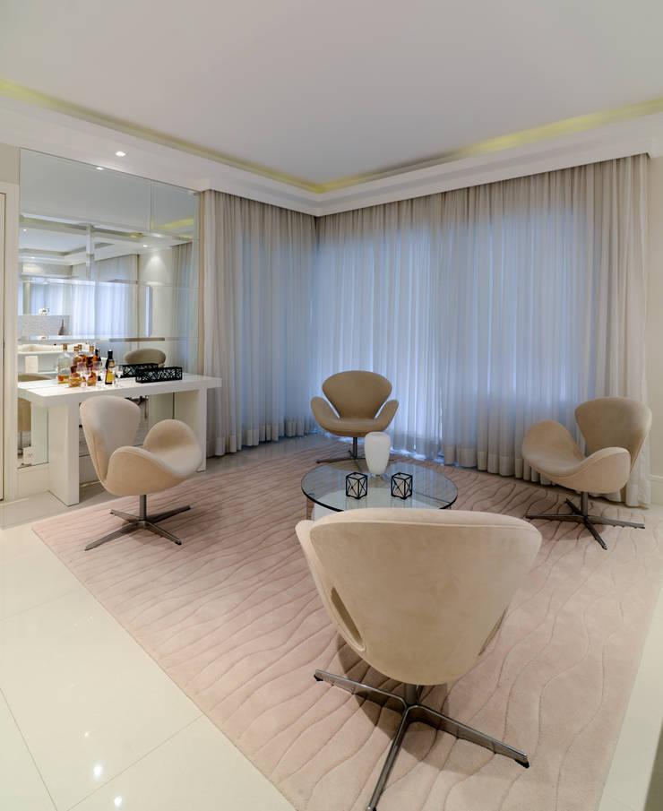 Projeto: Salas de estar  por Solange Guerra,Moderno
