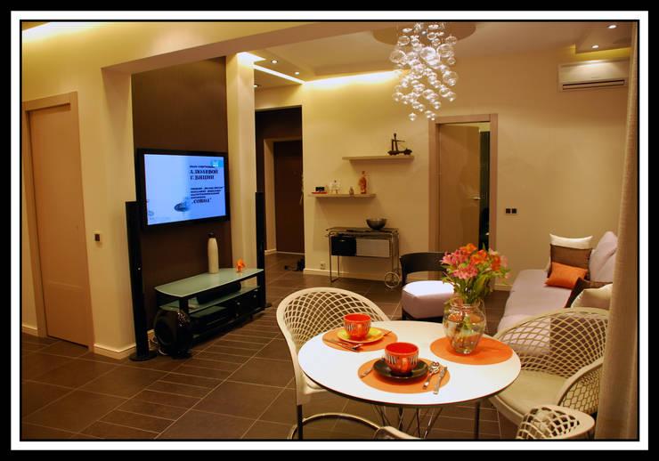 Гостиная в квартире на Тверской: Столовые комнаты в . Автор – Дизайн-студия «ARTof3L»