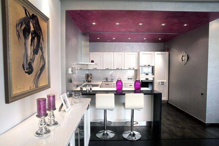 Кухня в  квартире на Смоленской: Кухни в . Автор – Дизайн-студия «ARTof3L»