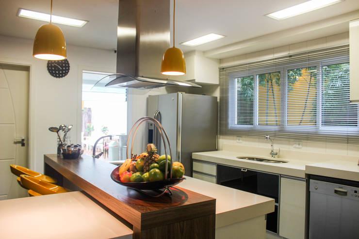 Cozinha: Cozinhas  por Maestrelo Arquitetura e Interiores,Moderno