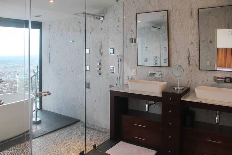 Baño: Baños de estilo  por aaestudio