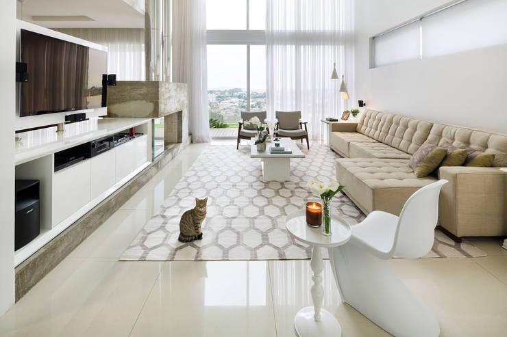 Casa BM: Salas de estar modernas por BTarquitetura