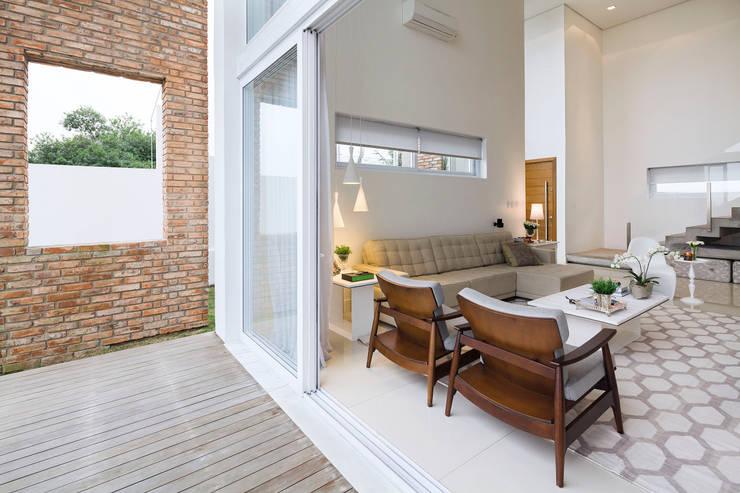 Casa BM: Salas de estar  por BTarquitetura,