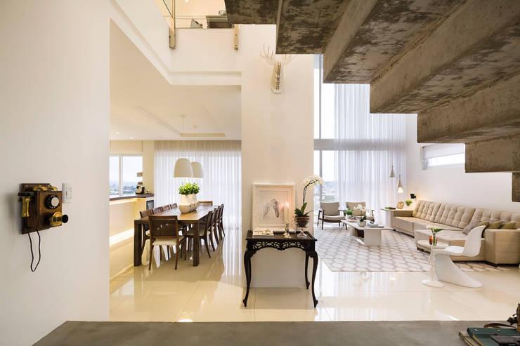 Casa BM: Salas de jantar  por BTarquitetura,