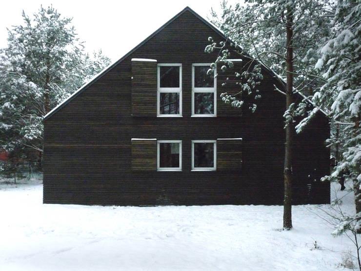 DOM ZAMYKANY: styl , w kategorii Domy zaprojektowany przez KOZIEJ ARCHITEKCI