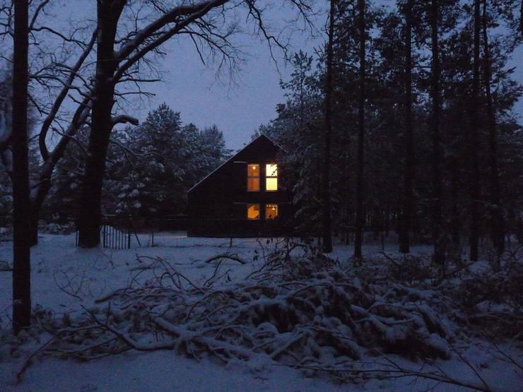 DOM ZAMYKANY: styl nowoczesne, w kategorii Domy zaprojektowany przez KOZIEJ ARCHITEKCI