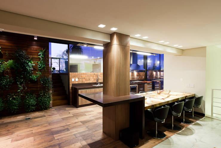 Espaço Gourmet da Cobertura: Terraços  por Mariana Borges e Thaysa Godoy,