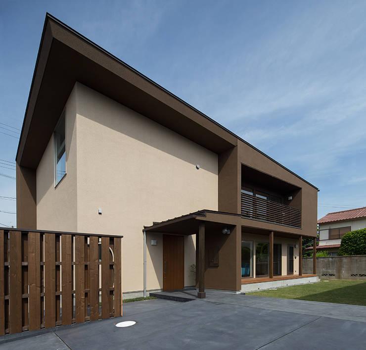箕面桜井の二世帯住宅: ウメダタケヒロ建築設計事務所が手掛けた家です。