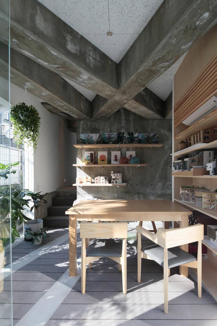 都市のツリーハウス: m-SITE-rが手掛けた和室です。