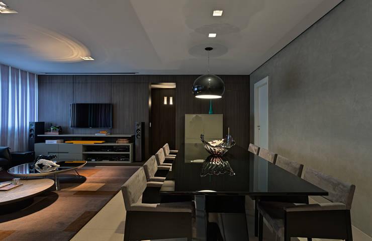 Sala de Estar e Jantar integrados: Salas de jantar  por Mariana Borges e Thaysa Godoy