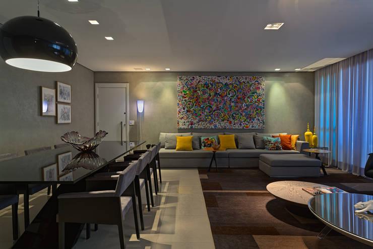 Sala de estar e jantar integradas: Salas de estar  por Mariana Borges e Thaysa Godoy