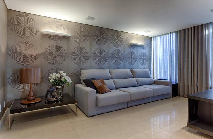 Home Theater: Salas multimídia modernas por Mariana Borges e Thaysa Godoy
