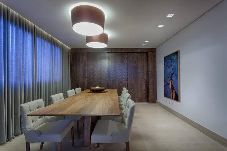 Sala de jantar: Salas de jantar  por Mariana Borges e Thaysa Godoy,