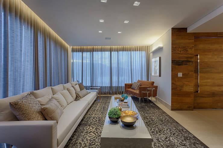 Sala de Estar: Salas de estar  por Mariana Borges e Thaysa Godoy,