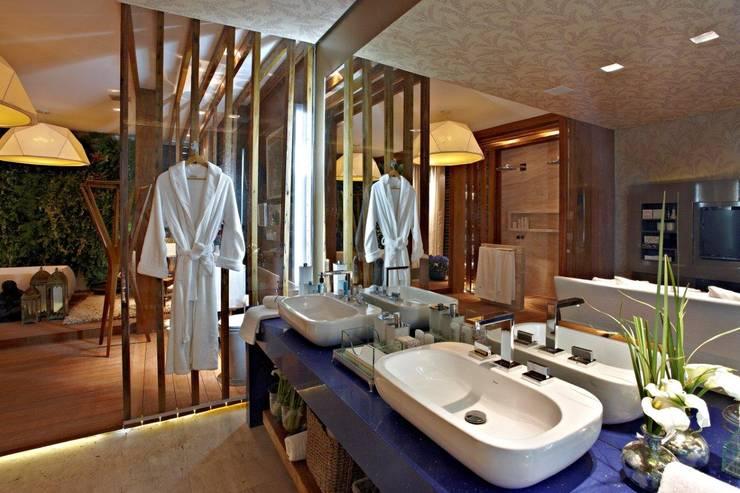 Sala de Banho: Banheiros  por Mariana Borges e Thaysa Godoy