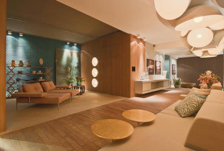 Salão foyer: Salas de estar modernas por Mariana Borges e Thaysa Godoy