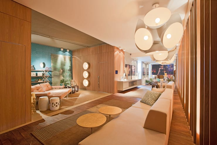 Estar do Foyer: Salas de estar  por Mariana Borges e Thaysa Godoy