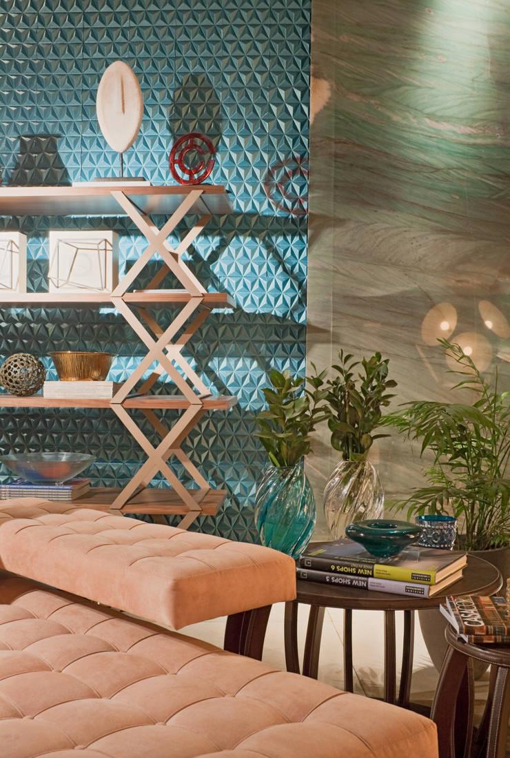 Detalhe estante: Salas de estar modernas por Mariana Borges e Thaysa Godoy
