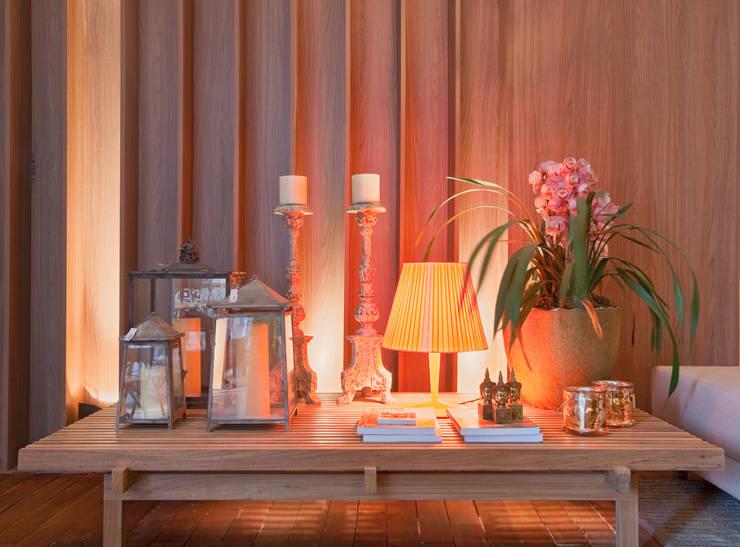 Salas de estilo moderno por Mariana Borges e Thaysa Godoy