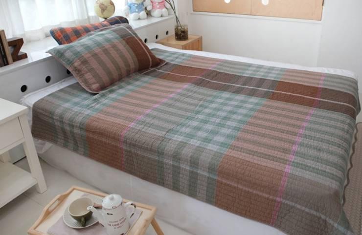 유로 스트라이프(선염지) 패드겸 이불 -브라운 (160x210cm): 쉬즈가의  침실