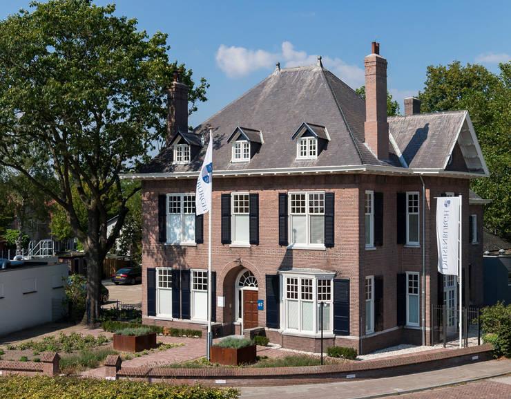 Villa Louise: klasieke Huizen door Foto Buro Brabant