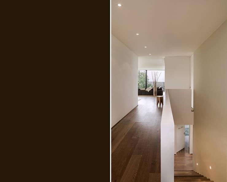 Прихожая, коридор и лестницы в . Автор – meier architekten