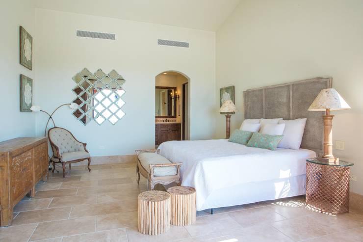 Dormitorios de estilo  por MAR STUDIO