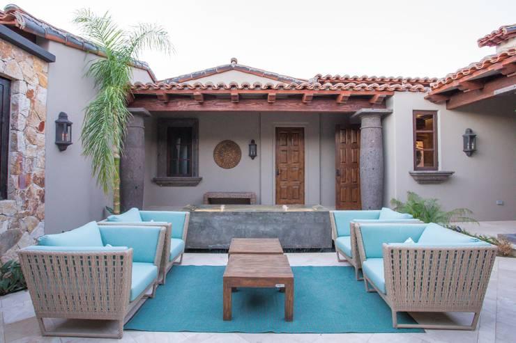Mar Studio: Jardín de estilo  por MAR STUDIO