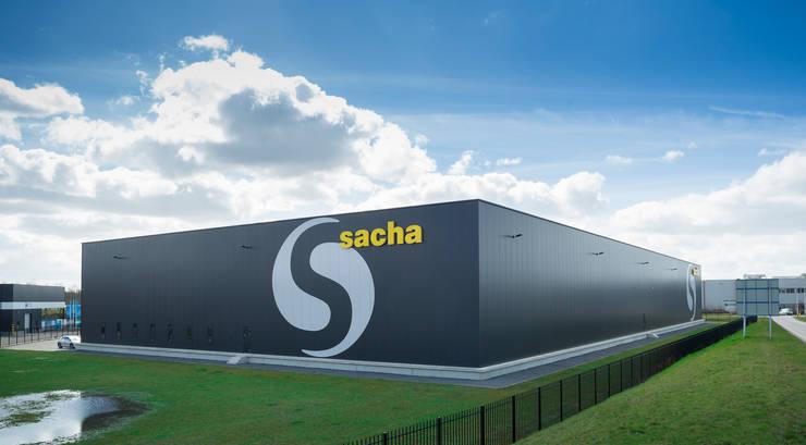 Sacha distribution center.:  Kantoor- & winkelruimten door Foto Buro Brabant