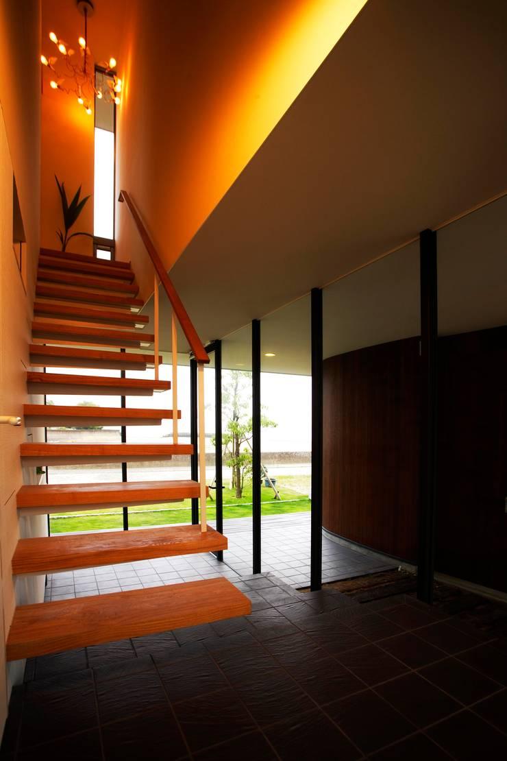 海の家Ⅰ: Y.Architectural Designが手掛けた廊下 & 玄関です。