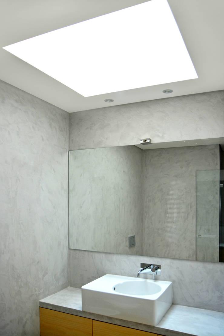 Casa de Banho : Casas de banho  por Germano de Castro Pinheiro, Lda