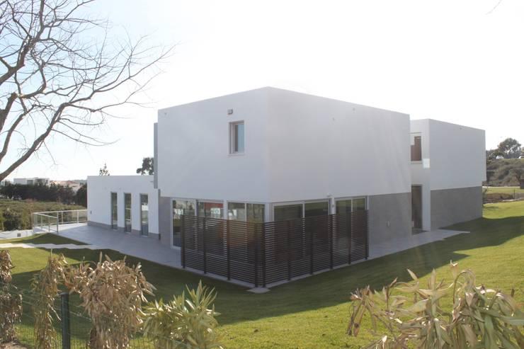 alçado posterior: Casas  por Joana Conceição - Architecture and Interior design