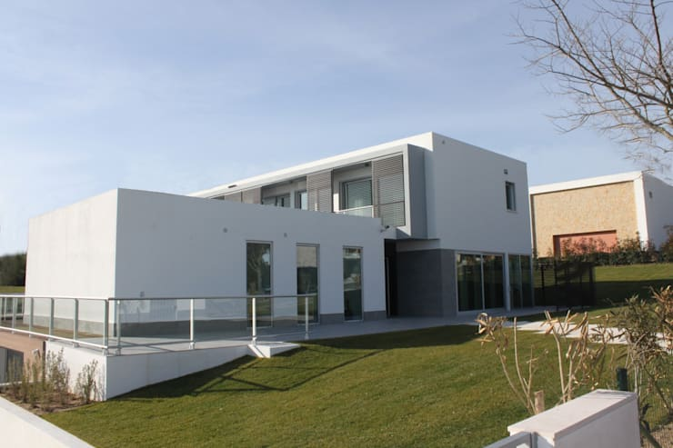 alçado principal: Casas  por Joana Conceição - Architecture and Interior design