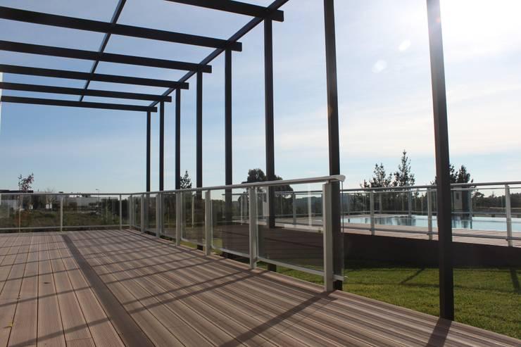 área de piscina: Casas  por Joana Conceição - Architecture and Interior design
