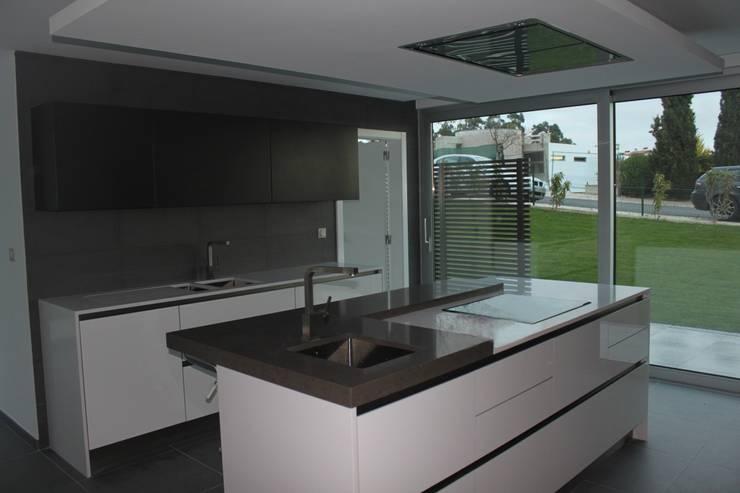 cozinha: Cozinhas modernas por Joana Conceição - Architecture and Interior design