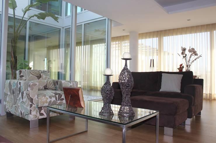 sala de estar: Salas de estar modernas por Joana Conceição - Architecture and Interior design