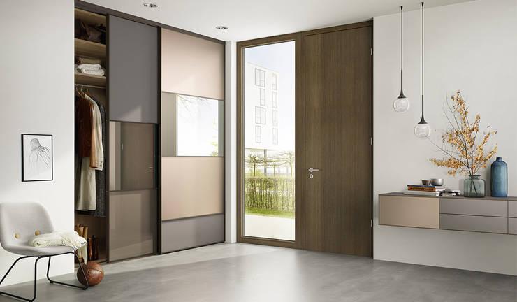 Vestíbulos, pasillos y escaleras de estilo  de nexus product design