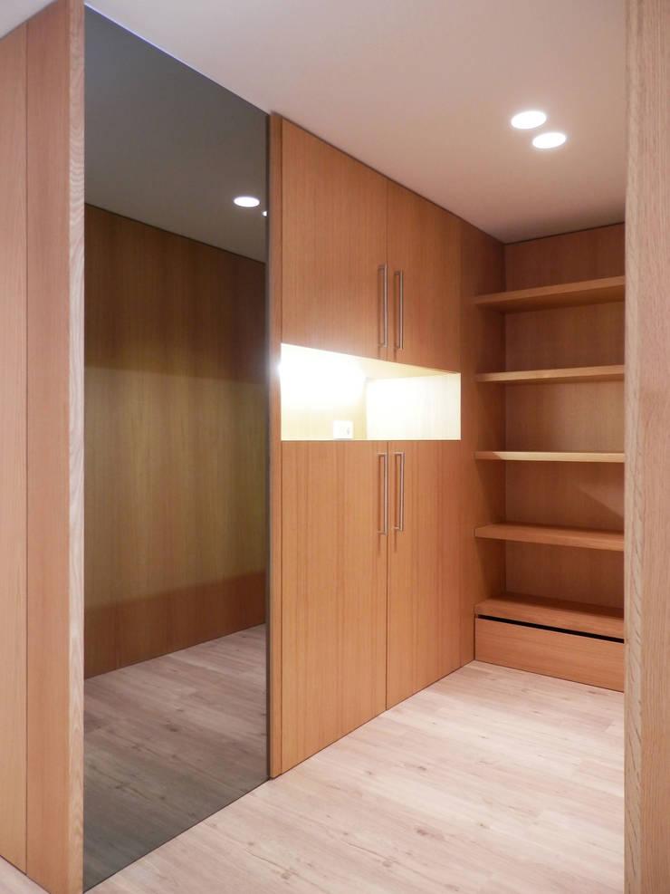AM Flat: Closets  por EMF arquitetura
