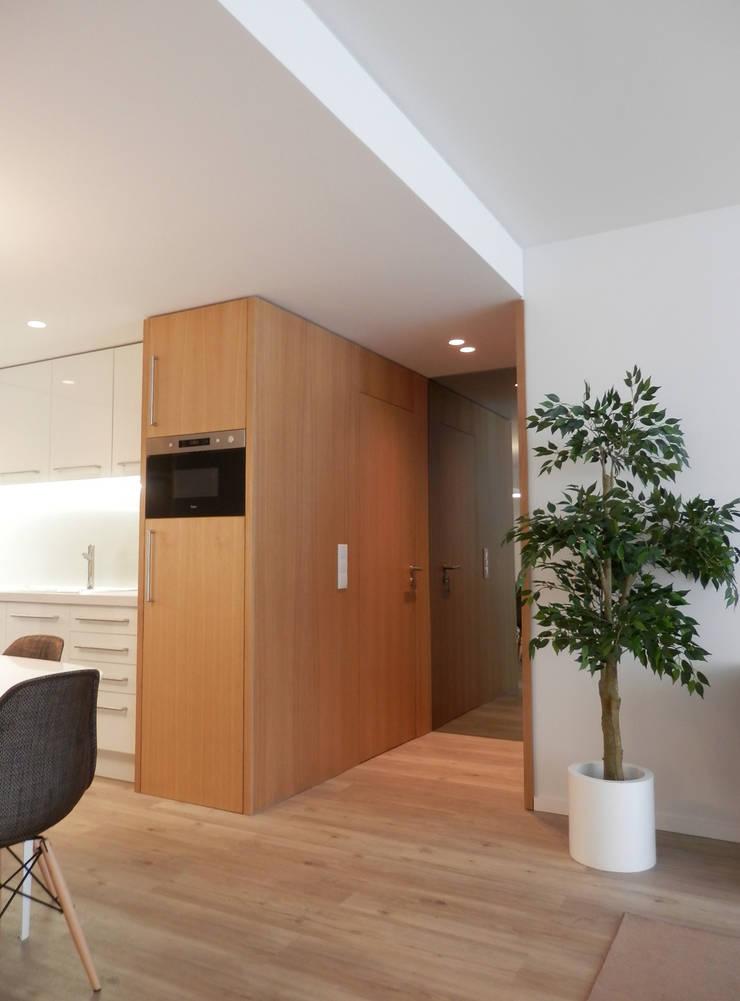 AM Flat: Cozinhas  por EMF arquitetura